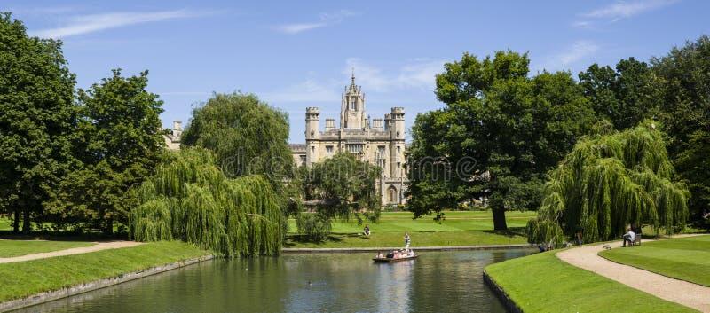 Mening van St John Universiteit en de Riviernok royalty-vrije stock foto's