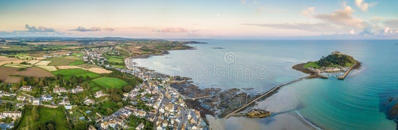 mening van St Michaels berg dichtbij Marazion, Cornwall stock foto's