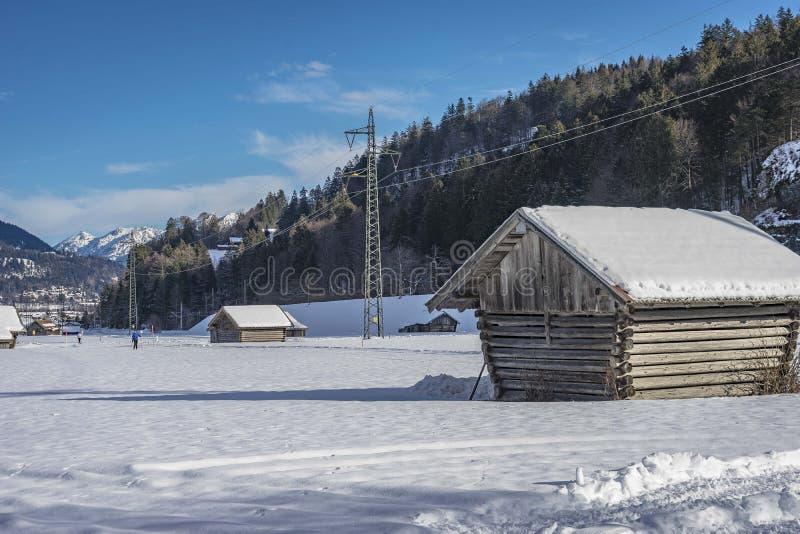 Mening van toneel de winterlandschap in de Beierse Alpen stock foto's