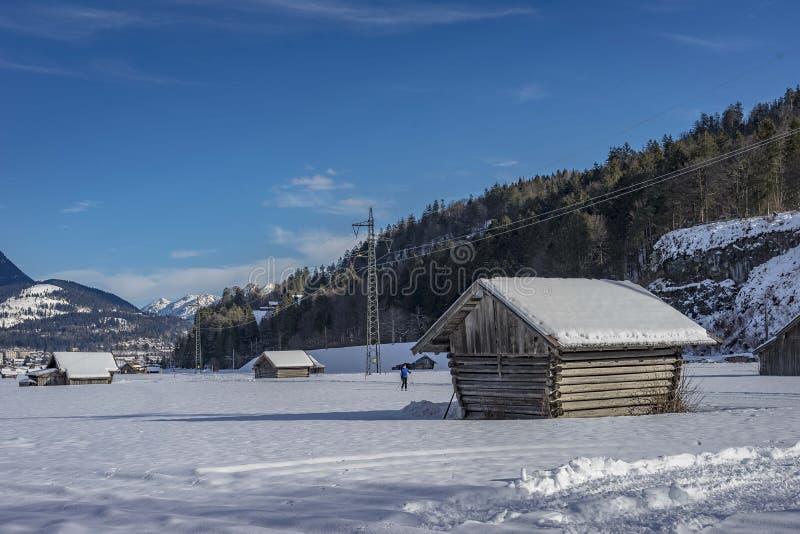 Mening van toneel de winterlandschap in de Beierse Alpen stock afbeeldingen