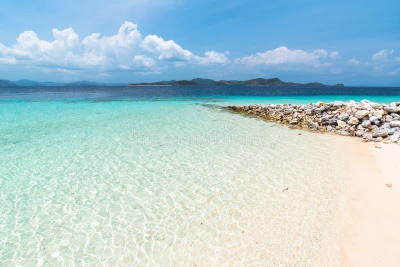 Mening van tropisch strand op het Banaaneiland, Busuanga, Palawan stock afbeeldingen