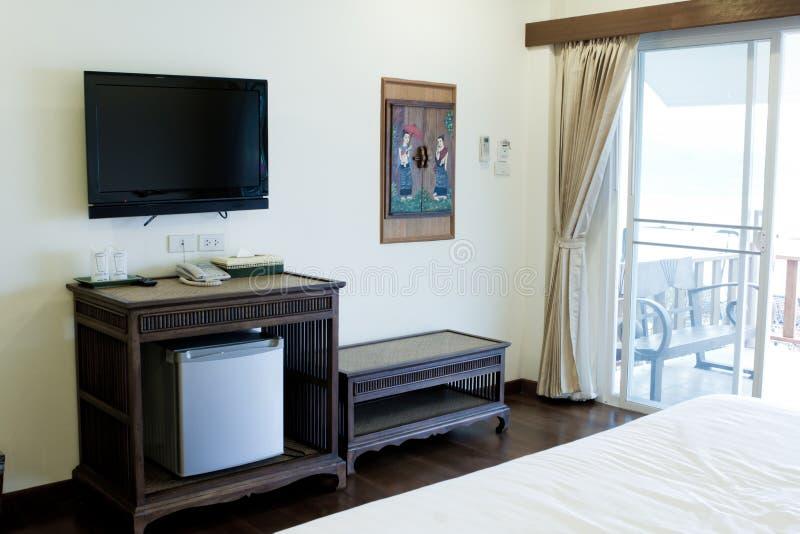 Mening van TV van het bed. stock afbeeldingen