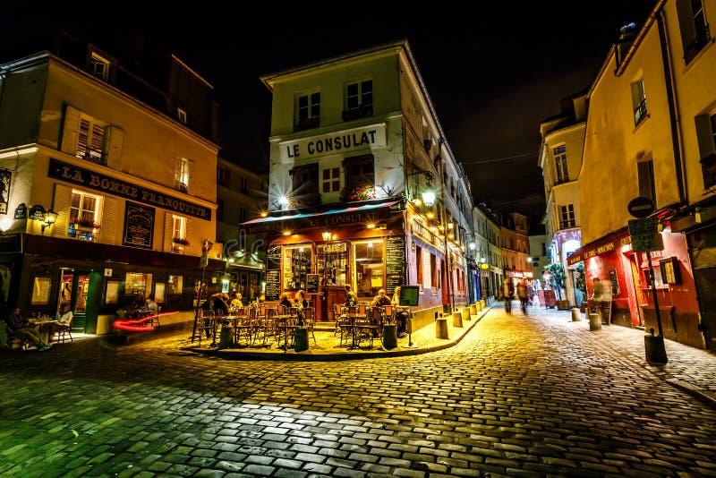 Mening van Typisch Parijs Cafe Le Consulat op Montmartre, Frankrijk stock foto