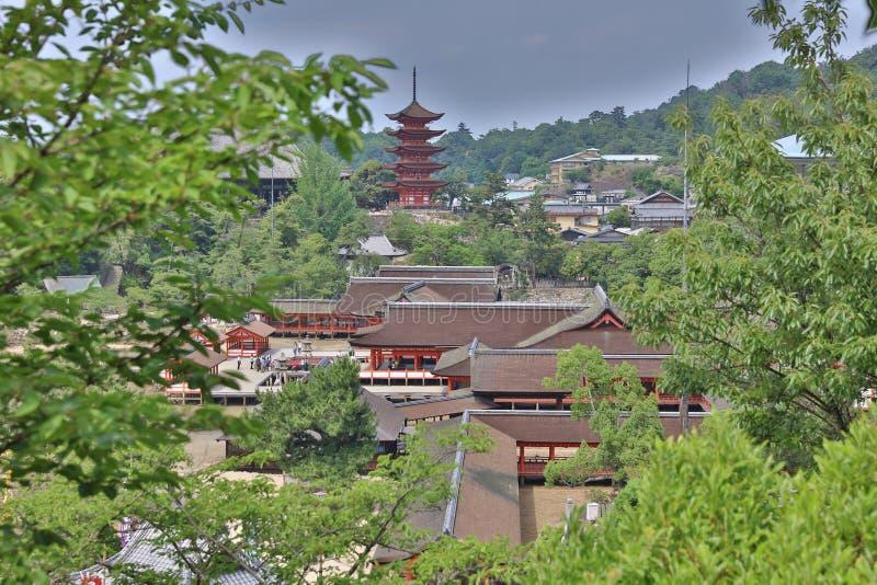 Mening van unieke tempelarchitectuur met torenhoge pagode royalty-vrije stock fotografie