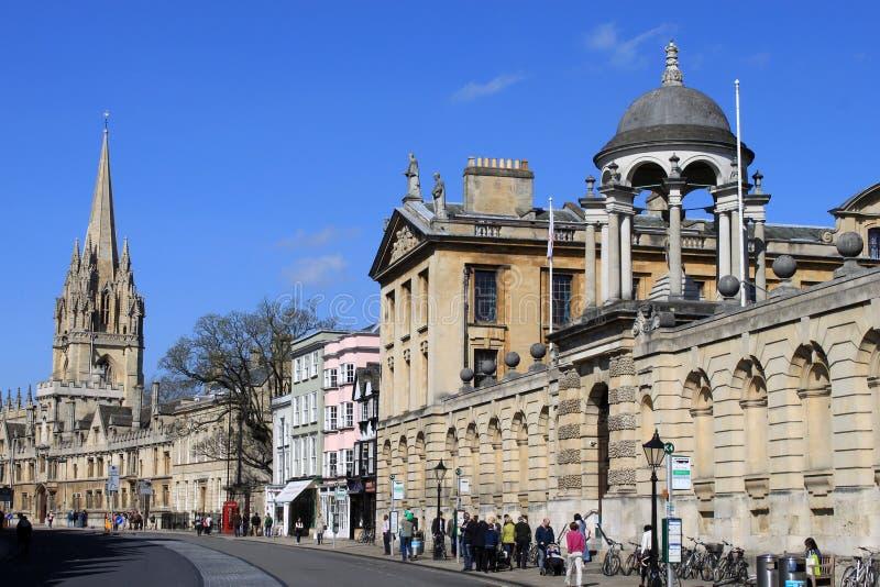 Mening van universiteiten langs Hoofdstraat, Oxford. royalty-vrije stock fotografie