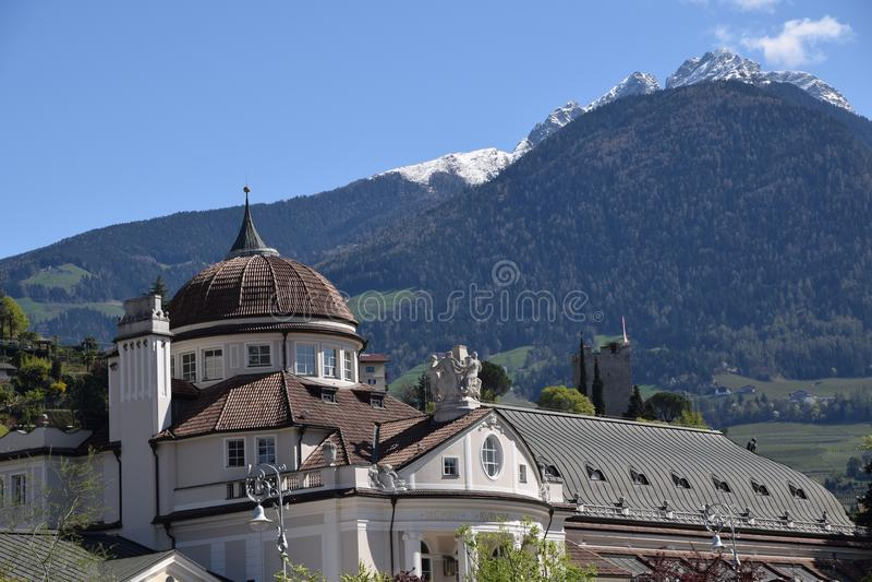Mening van van de Zuid- meranostad Tirol Italië stock foto's