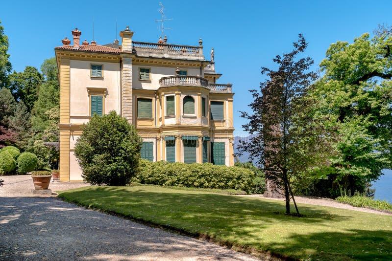 Mening van Villa Pallavicino, de oude woonplaats op Meer Maggiore in Stresa, Italië stock foto