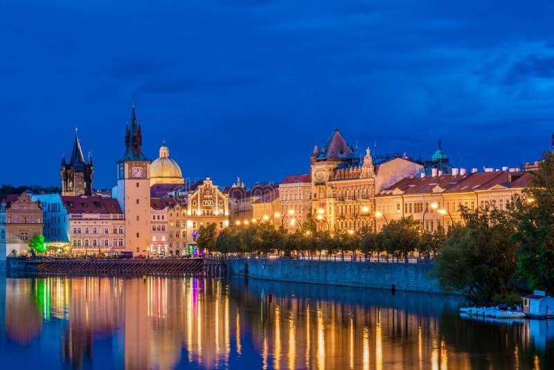 Mening van Vltava-Rivier in Praag royalty-vrije stock afbeeldingen