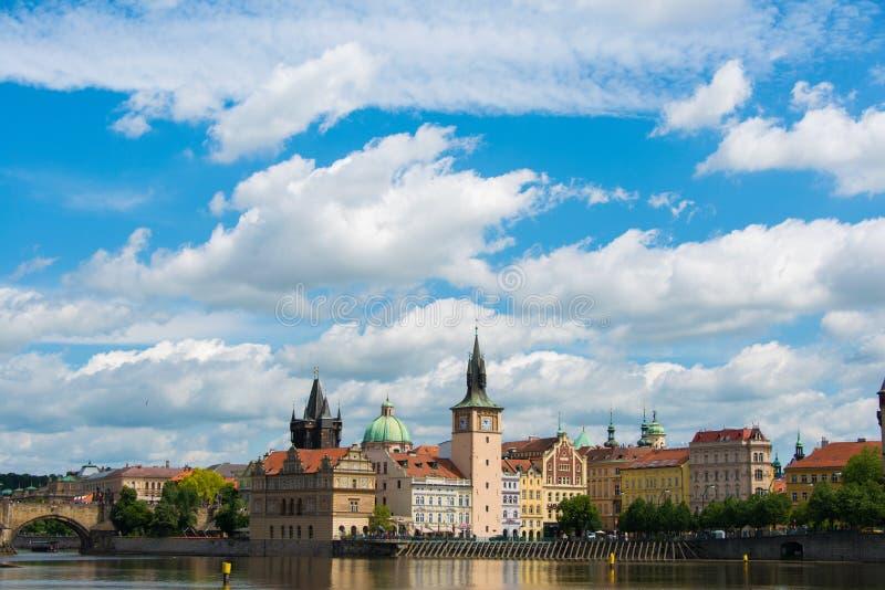 Mening van Vltava-Rivier in Praag royalty-vrije stock afbeelding