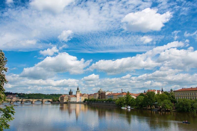 Mening van Vltava-Rivier in Praag royalty-vrije stock fotografie