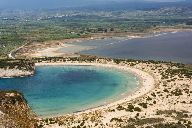 Mening van Voidokilia-strand in het gebied van de Peloponnesus van Griekenland, van Palaiokastro royalty-vrije stock foto's