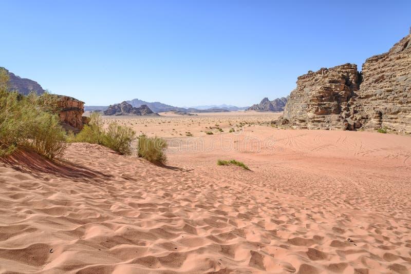 Mening van Wadi Rum-woestijn in Jordanië royalty-vrije stock fotografie
