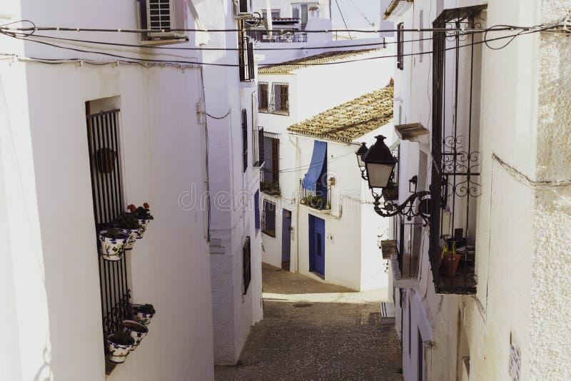 Mening van witte huizen van oude stad Altea, Spanje stock afbeelding