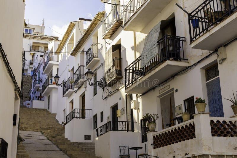 Mening van witte huizen van oude stad Altea, Spanje stock afbeeldingen