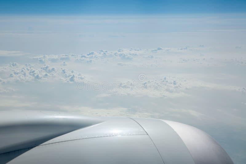 Mening van wolkenbovenkanten bij 43000 voet royalty-vrije stock fotografie