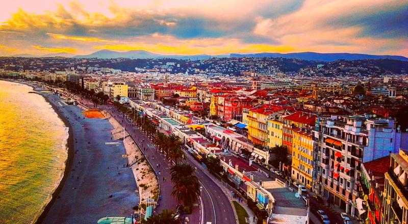 Mening van zonsondergang op zee van Middellandse Zee, Baai van Engelen, Kooi D ` Azur, Franse Riviera, Nice, Frankrijk royalty-vrije stock foto