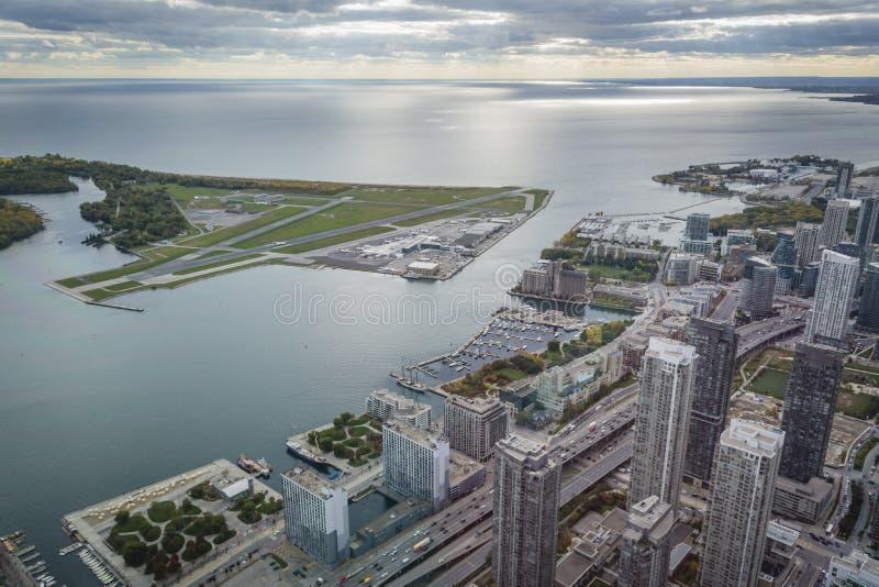 Mening vanaf bovenkant van toren bij Bathurst-Kade, Toronto stock foto