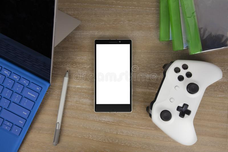 Mening vanaf de bovenkant op slimme telefoon, tabletpc en gamepad stock foto