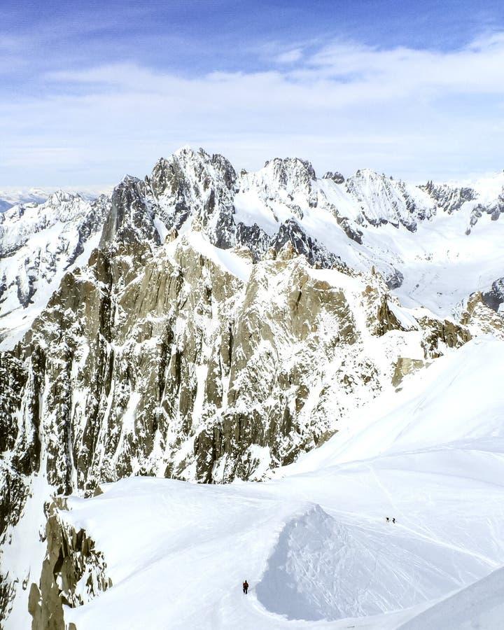 Mening vanaf de bovenkant van Aiguille du Midi met sneeuw in de zomer - Chamonix, Mont Blanc, Frankrijk, Europese Alpen royalty-vrije stock foto
