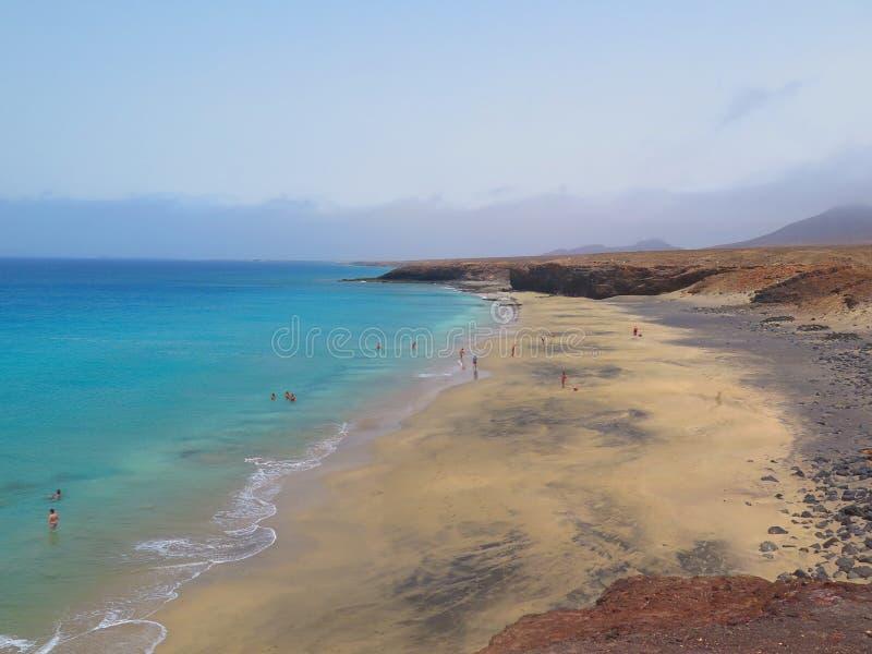 Mening vanaf de bovenkant van het strand royalty-vrije stock foto's