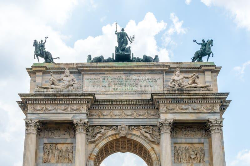 Mening voor bovenkant van Arco dellatempo in Milaan, Italië royalty-vrije stock fotografie