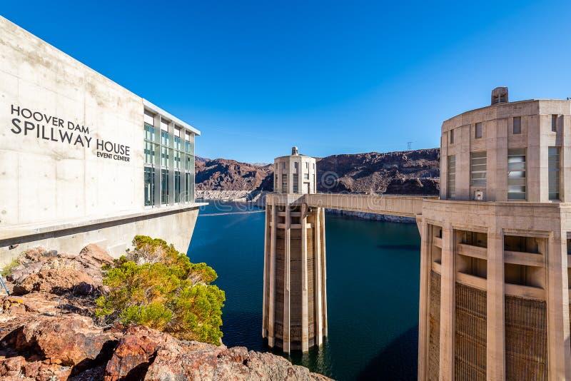 Meningen langs de bovenkant van de Hoover-Dam royalty-vrije stock afbeelding