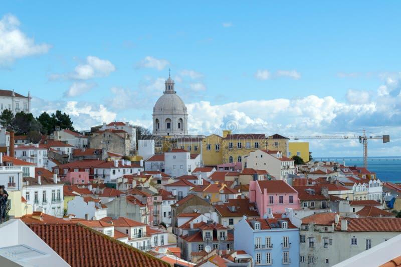 Meningen van alfama van Miradouro DE Santa Luzia (Lissabon, P stock fotografie