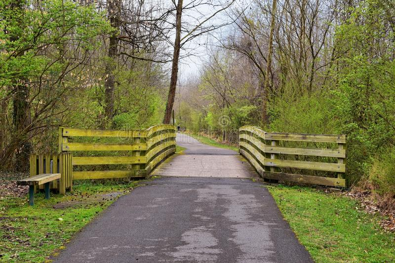 Meningen van Bruggen en Wegen langs de slepen van het de Rivierfront van Cumberland van Shelby Bottoms Greenway en van het Natuur stock afbeeldingen