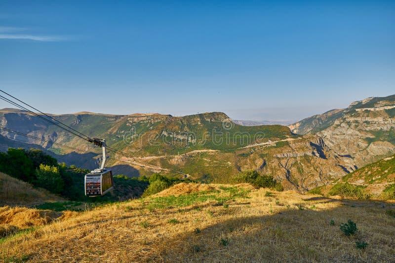 Meningen van de Kabelwagenropeway van Tatev in Armenië royalty-vrije stock afbeelding