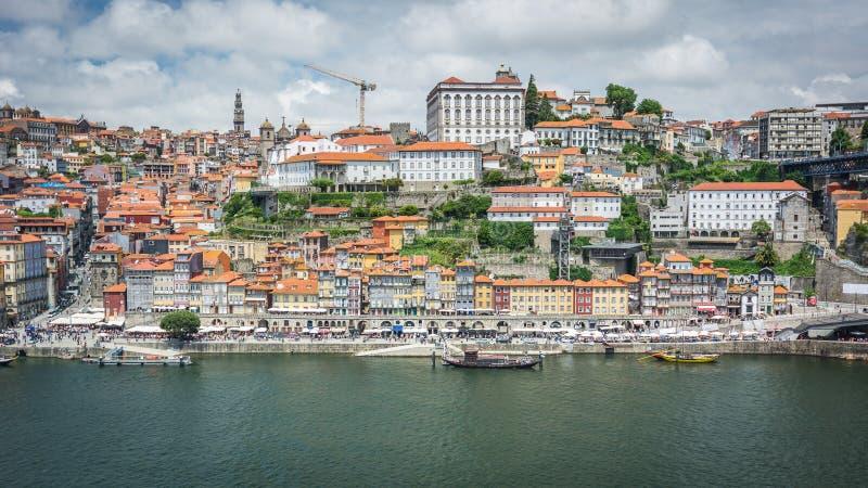 Meningen van de Rivier Douro en gebouwen van Porto stock afbeelding