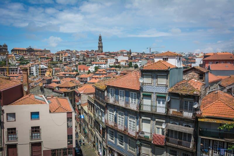 Meningen van de Rivier Douro en gebouwen van Porto stock foto