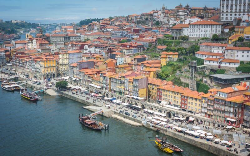 Meningen van de Rivier Douro en gebouwen van Porto royalty-vrije stock foto