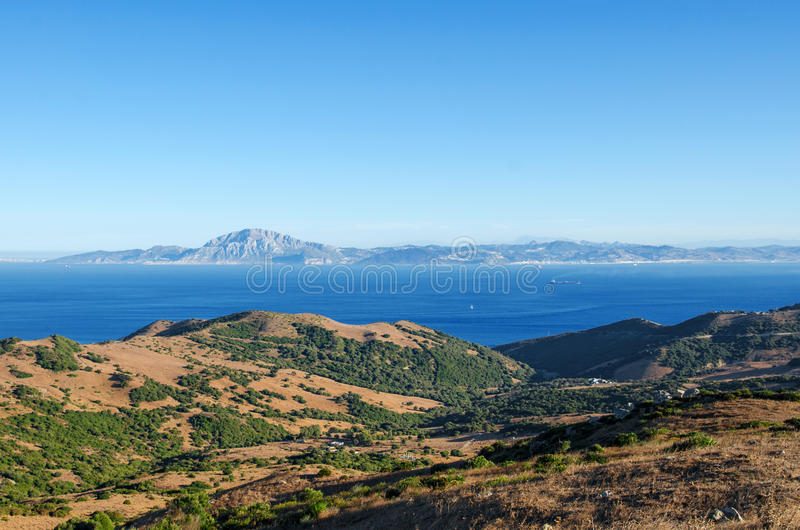 Meningen van de Straat van Gibraltar en de berg Jebel Musa in Marokko van de Spaanse kant, de Provence Cadiz, Spanje stock foto