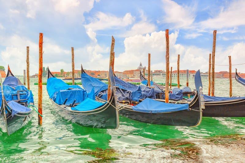 Meningen van het mooiste kanaal van het water van Venetië - Grand Canal - stock foto's