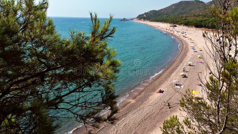 Meningen van het strand van de klip stock foto
