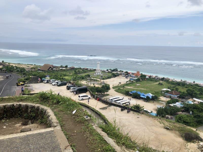 Meningen van overzees die vanaf de bovenkant van heuvel worden gezien royalty-vrije stock foto's