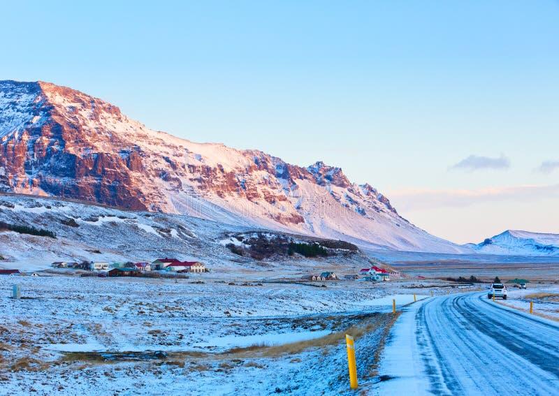 Meningen van Ring Road Route 1 bij zonsopgang tussen Hof en Jokulsarlon Zuiden van IJsland stock fotografie