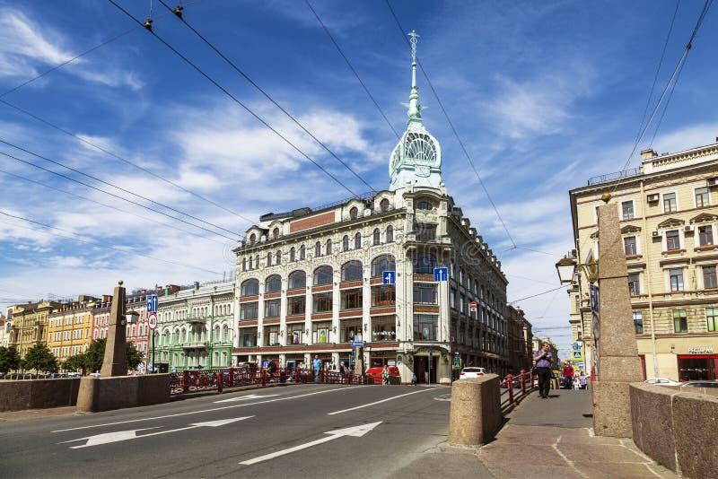 Meningen van St. Petersburg met de bouw van het handelhuis Esders en Schieifals van de Rode brug door Moyka-rivier, Sain royalty-vrije stock fotografie