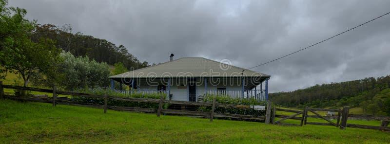 Meningen van wijngaarden op het gebied van het Onderstelweergeven van Hunter Valley, NSW, Australi? stock afbeeldingen