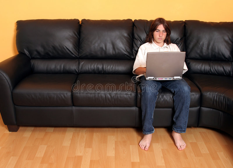 Menino Adolescente Com Portátil Foto de Stock