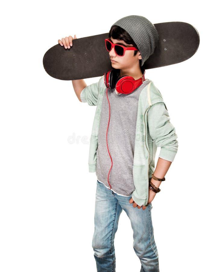 Menino adolescente com skate fotografia de stock