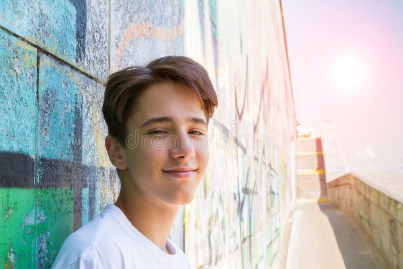 Menino adolescente na camisa azul imagem de stock royalty free