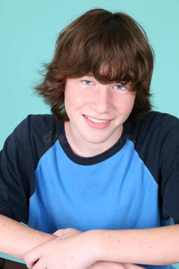 Menino adolescente novo bonito imagens de stock