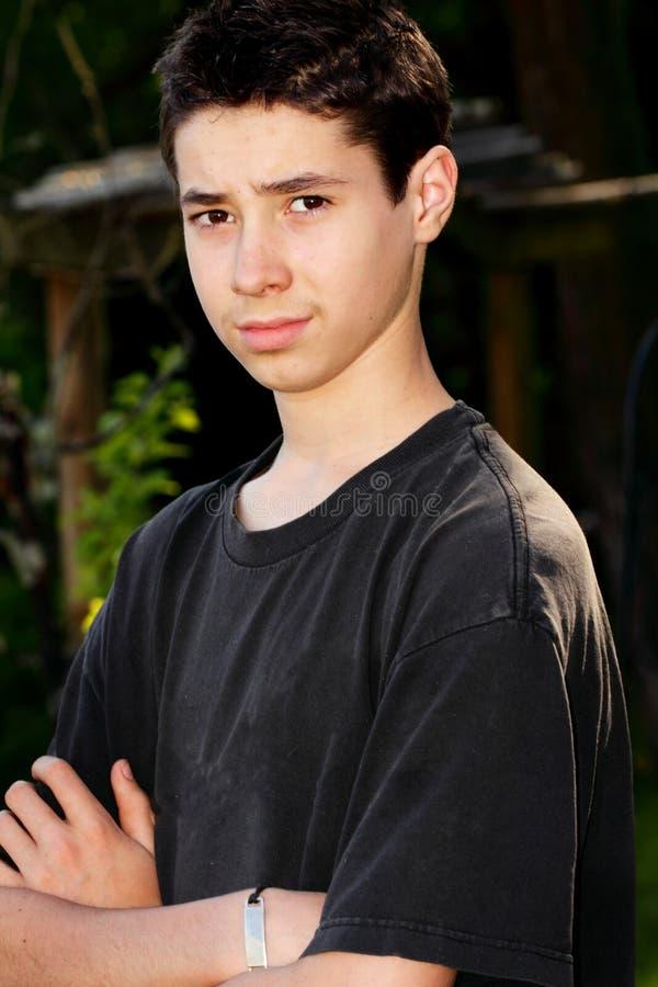 Menino adolescente sério foto de stock