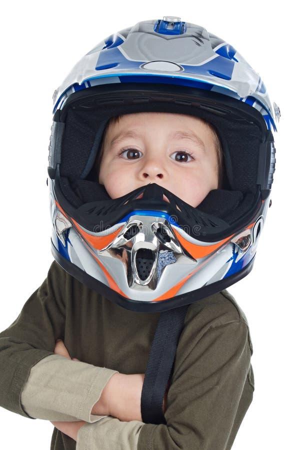 Menino adorável com um capacete na cabeça imagem de stock