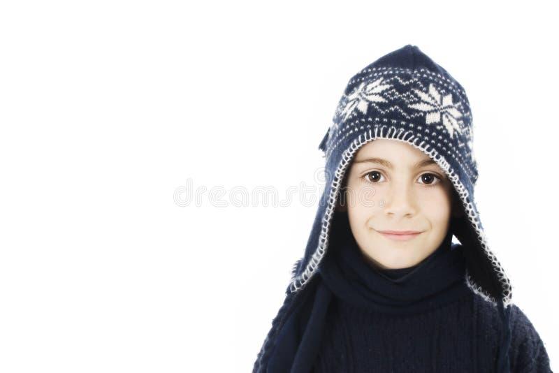 Menino adorável na roupa do inverno. fotografia de stock