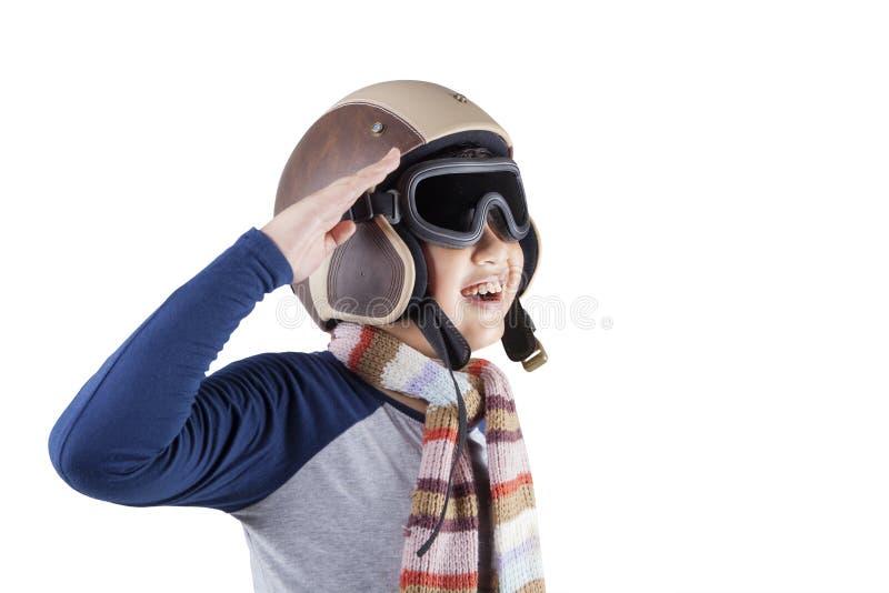 Menino alegre que veste um capacete do aviador fotografia de stock royalty free