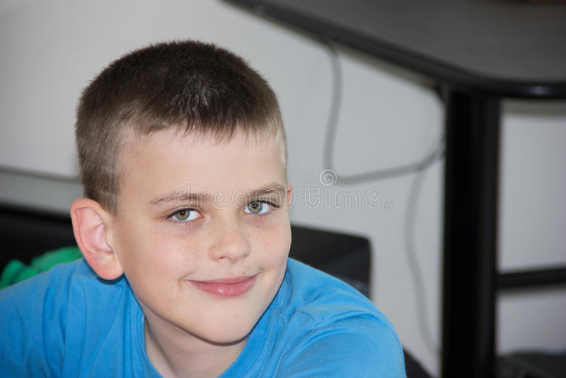 Menino autístico do filho do retrato do chidhood da criança foto de stock royalty free