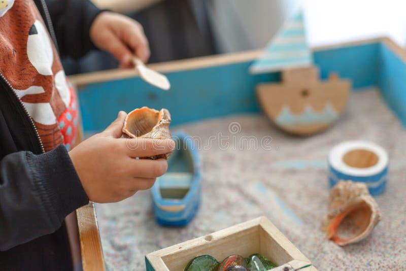 Menino autístico pequeno que joga com o brinquedo exterior imagens de stock
