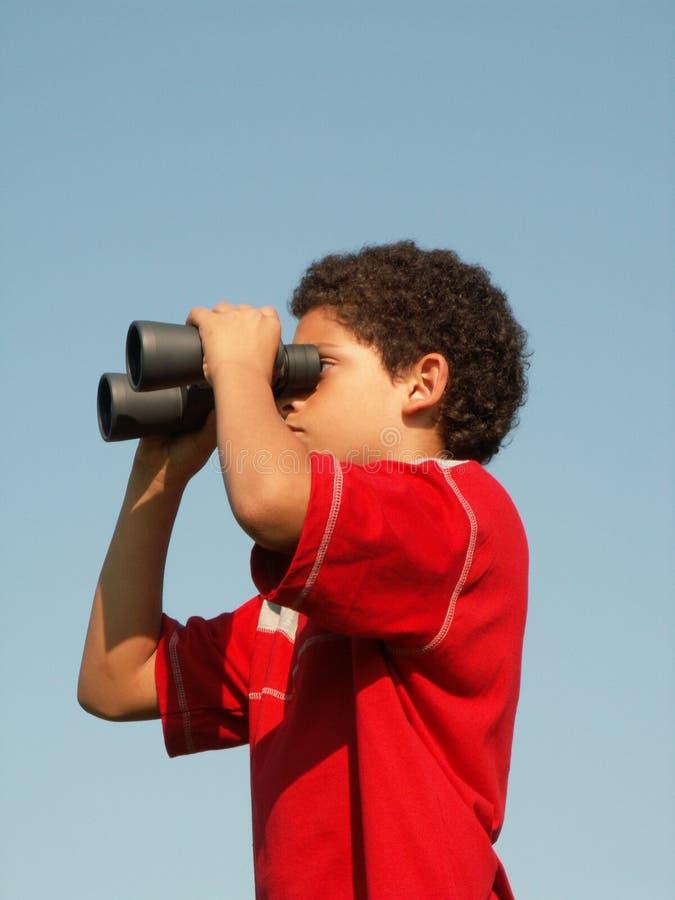 Menino binocular fotografia de stock